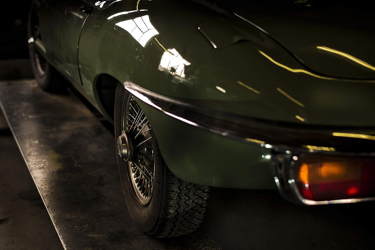 jaguar-type-E-john-classic-restauration-voiture-ancienne-collection